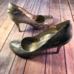 Alligator print heels women's 9.5